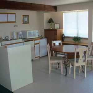 Panorama-Suite-Food-Prep-and-Dining-Area
